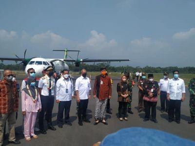 Penerbangan reguler perdana di Bandara Jendral Besar Soedirman Purbalingga , tetap patuhi protokol kesehatan ya sobat perhubungan