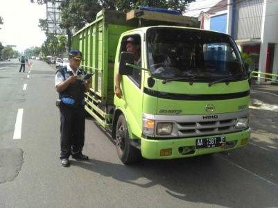 Kegiatan Operasi Gabungan Pada Ruas Jalan Magelang - Jogja di Bambu Runcing Muntilan Kab Magelang